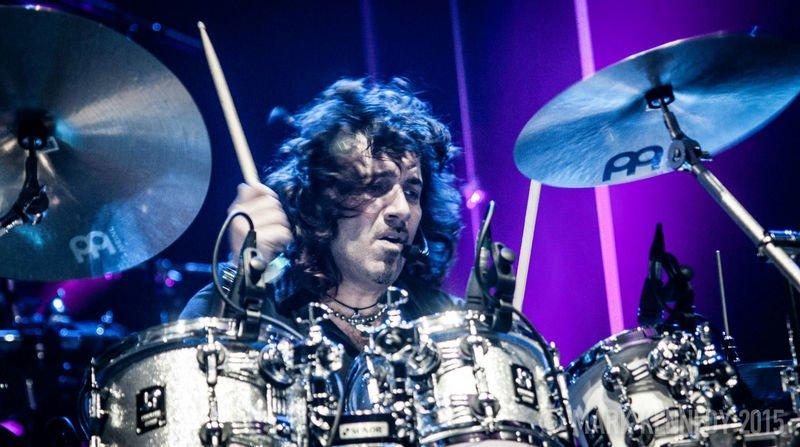 pomo drummer